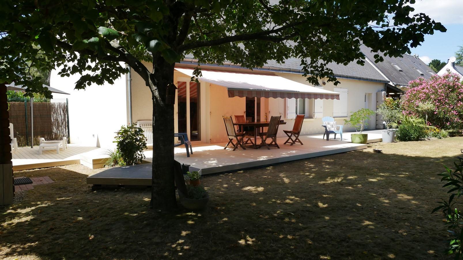 terrasse réalisée en Accoya et grès cérame